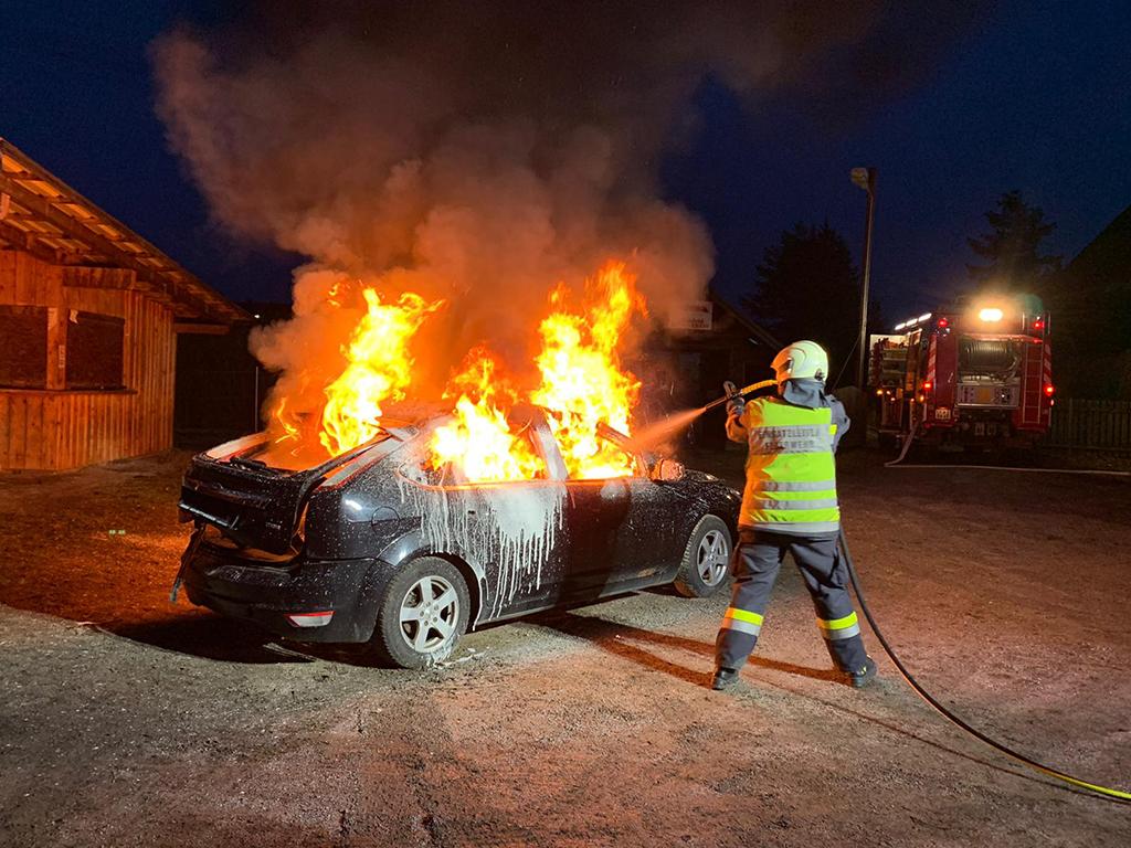 Foto brennendes Auto